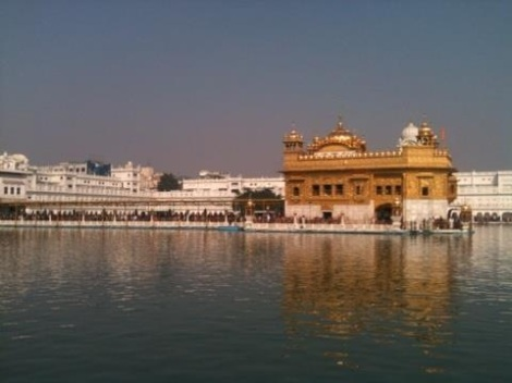 The Golden Temple is the writer's favorite place to drink chai. Photograph by Anna Switzer.