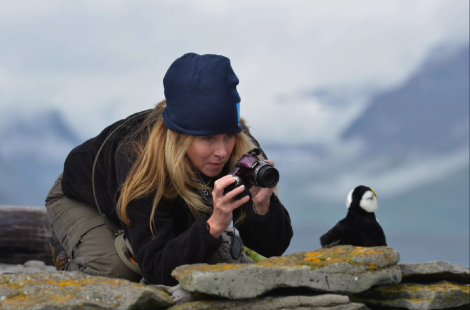 Angela Crawford photographing a puffin in Iceland during her 2014 Grosvenor Teacher Fellowship. Photogaph by Sisse Brimberg, KEENPRSSS.