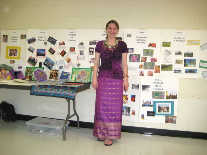Mariana displays student work