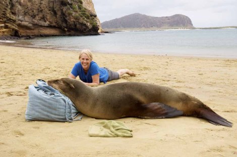 Janet Shedd with a resting sea lion. Photograph by Aura Banda.