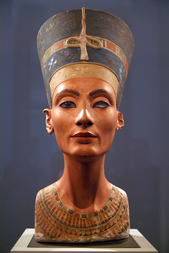 This breathtakingly beautiful bust of Nefertiti is made of limestone and covered in painted stucco. Stucco is a plaster that is painted when wet and hardens to a dense, brittle solid as it dries. Photograph by Giovanni, courtesy Wikimedia. CC-BY-2.0
