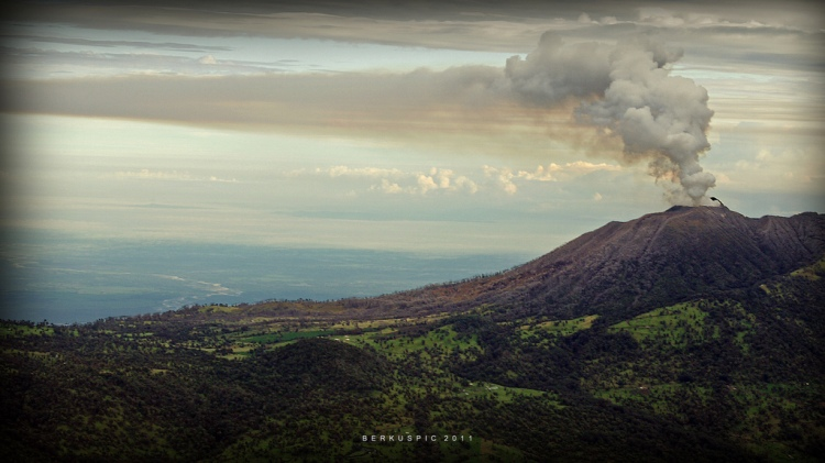 Turrialba is considerably more active today than it was in this gorgeous photo, taken in September 2011. Photograph by Bernal Saborio, courtesy Flickr. CC BY-SA 2.0