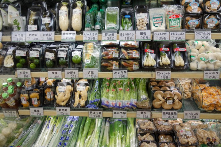 """Columbus, Ohio, is a """"little Japanese wonderland."""" (This grocery story is actually in the big Japanese wonderland—Tokyo.) Photograph by Daderot, courtesy Wikimedia. Public domain."""