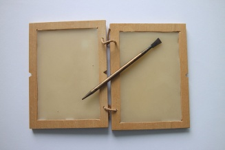 This is a reproduction of a Roman wax tablet and stylus. A writer could use the sharp end of the stylus to write, and the flat end to smooth out the soft wax. Photograph by Peter van der Sluijs, courtesy Wikimedia. CC-BY-SA-3.0,2.5,2.0,1.0