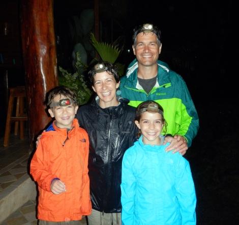 Nighttime-bug-hike-in-Costa-Rica