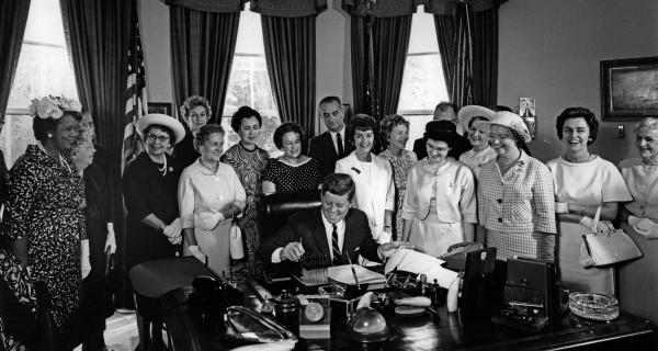 American_Association_of_University_Women_members_with_President_John_F._Kennedy_as_he_signs_the_Equal_Pay_Act_into_law