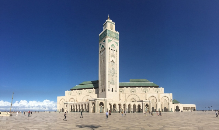 The Hassan II mosque in Casablanca is one of hundreds of Moroccan mosques to participate in a government-led project to install energy-saving lights, and to use solar panel systems to generate power, heat water and provide air-conditioning. Photograph by danyloz2002, courtesy Pixabay. Public domain