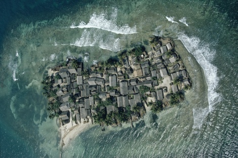 Sea level rise is threatening low-lying archipelagoes like this one off the coast of Panama. Photograph by Bruce Dale, National Geographic