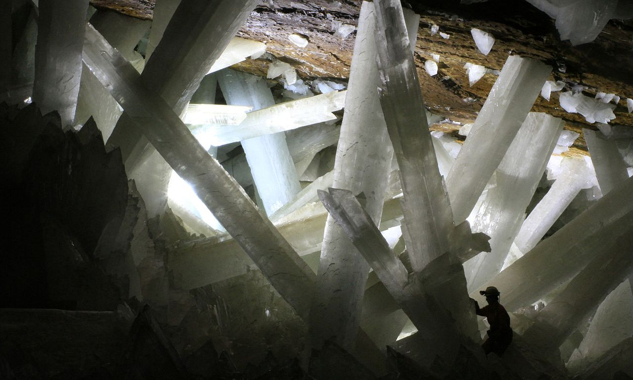 Crystal Caves Hold Long-Dormant Life – National Geographic Education