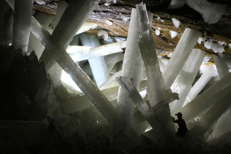 "Enormous gypsum crystals give the ""Cave of the Crystals"" its name. Photograph by Alexander Van Driessche, courtesy Wikimedia. CC-BY-3.0"